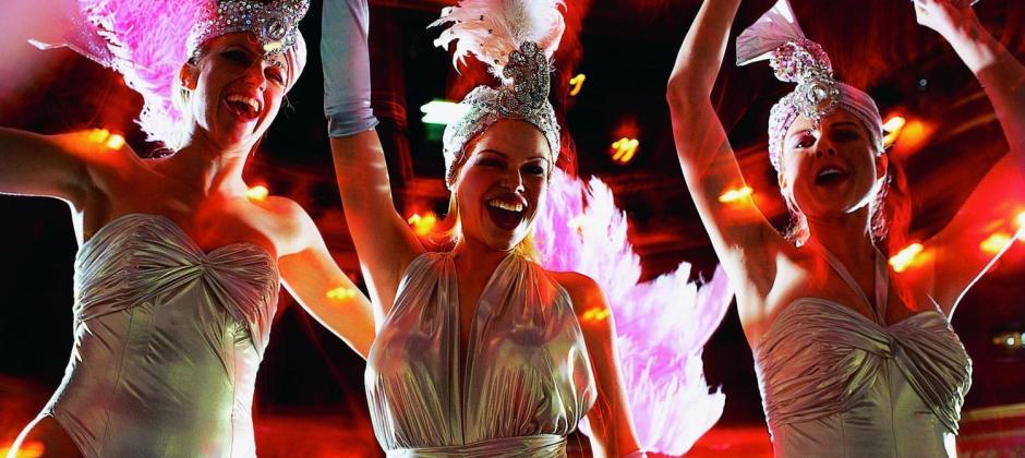 Paris: Guided Segway tour of Paris, Dinner Cruise with Marina de Paris and Lido Show
