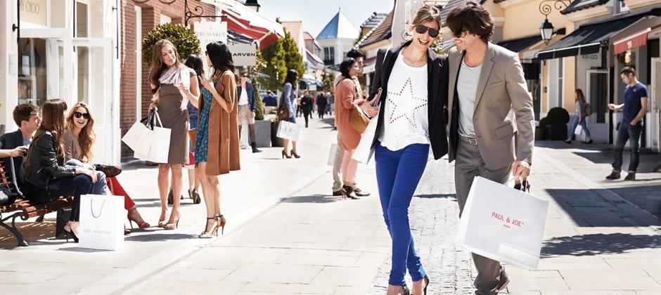 Paris: Visit to La Vallee Village - Get prestigious brands at reduced prices